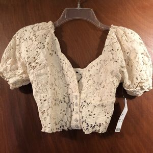 UO Forget Me Not Lace Puff Sleeve Cropped Top